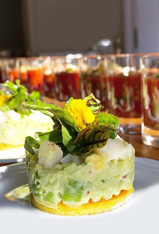 Dekorative Vorspeise mit Avocado Apfel Tartar